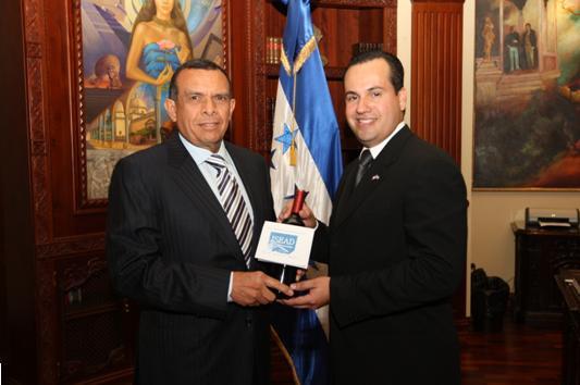 Porfirio Lobo Sosa – Presidente de Honduras y Arturo Enamorado – Director de ISEAD
